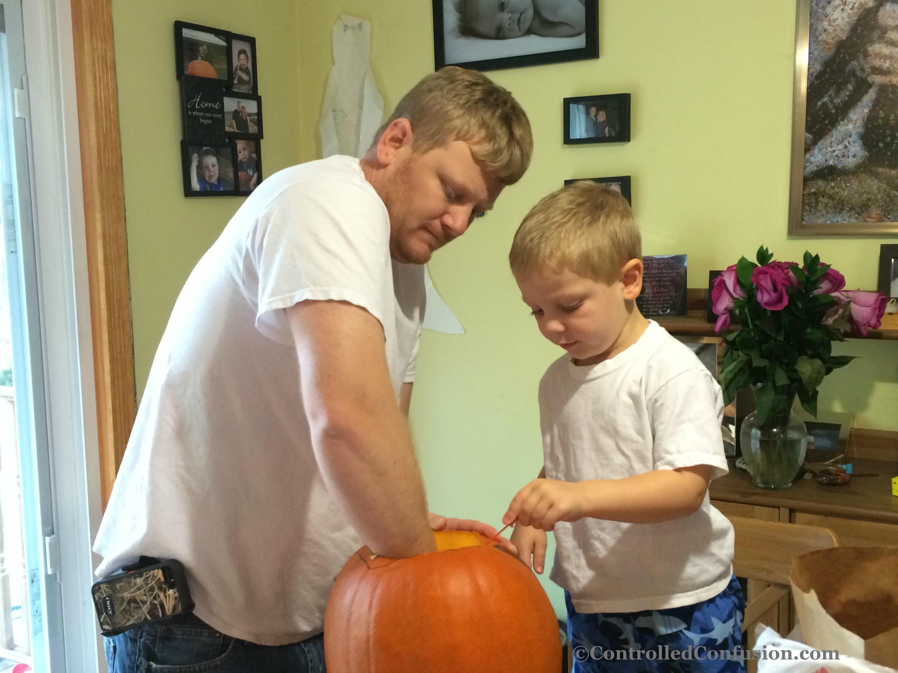 Family Pumpkin Carving #FallFun31